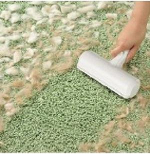 コロコロ替え不要!うさぎの抜け毛を簡単お掃除 日本シール「ぱくぱくローラー」