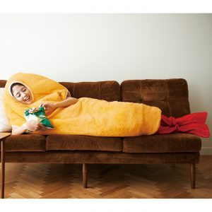 この冬のエアコン代、コレで浮かす。FELISSIMO「着るエビフライ寝袋」