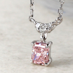 100万粒に1粒。奇跡のような確率でしか生まれない、ピンクダイヤモンドが再入荷 【Bizoux(ビズー)】