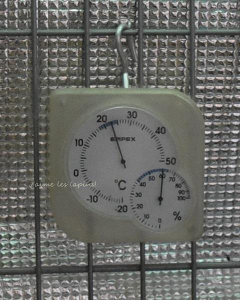 """うさぎ6歳 室温23℃でエアコン""""除湿""""で作動開始"""