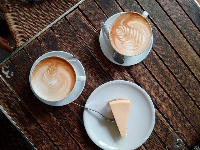コーヒーとレアチーズケーキ