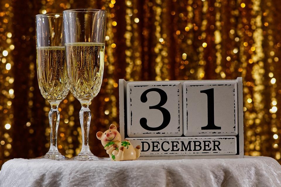 12月31日の日めくりカレンダーと、シャンパングラス
