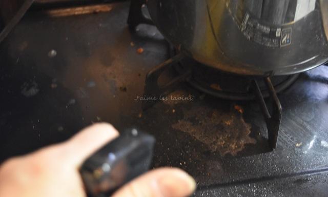 ガスコンロの油汚れ