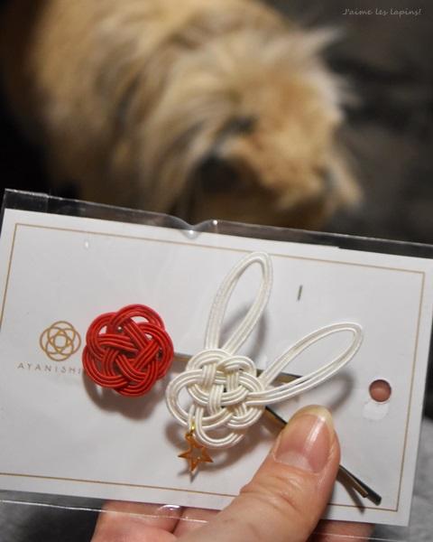 うさぎの水引ヘアピンと、赤い梅の形の水引ヘアピン