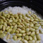 「かまどさん電気」で、話題のスーパーフード・青大豆のごはんを炊いた