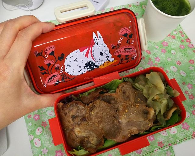 もぐもぐウサギのお弁当箱をあけたの蓋