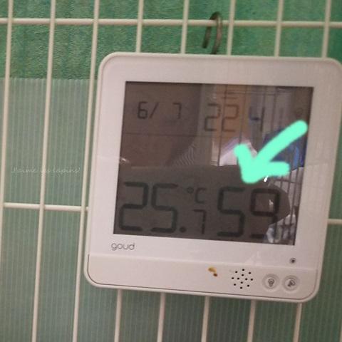 居間の温湿度計をうさケージに