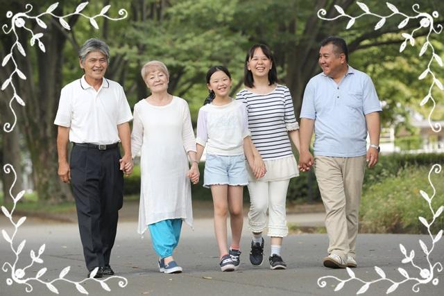 まごチャンネルを楽しんでいる家族イメージ