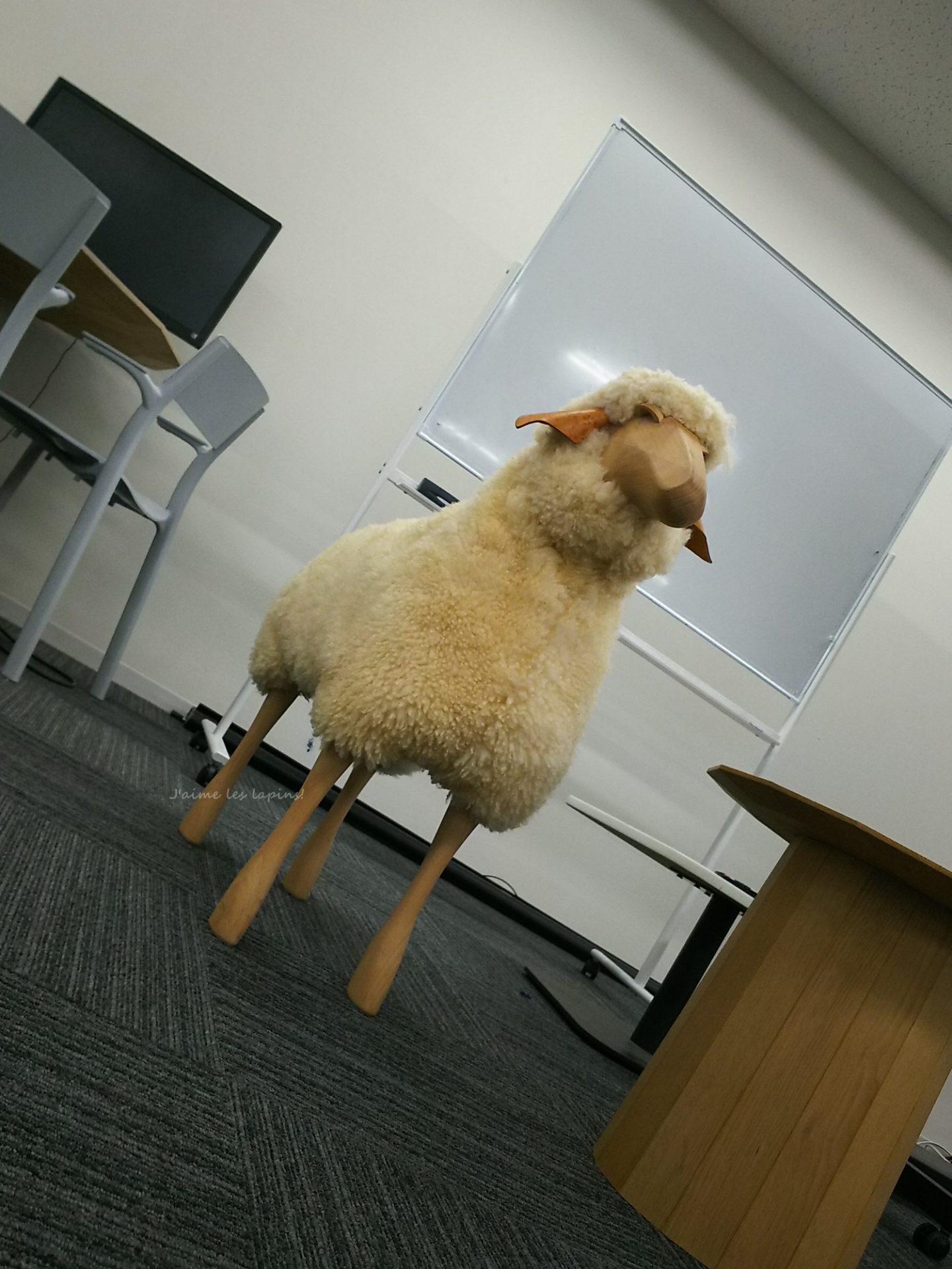 STORES.JP社内の羊くん