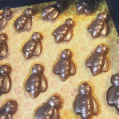 フェリシモ「幸せのチョコレート」はちみつのチョコレート箱の中