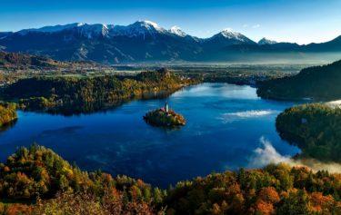 スロベニアの湖とお城