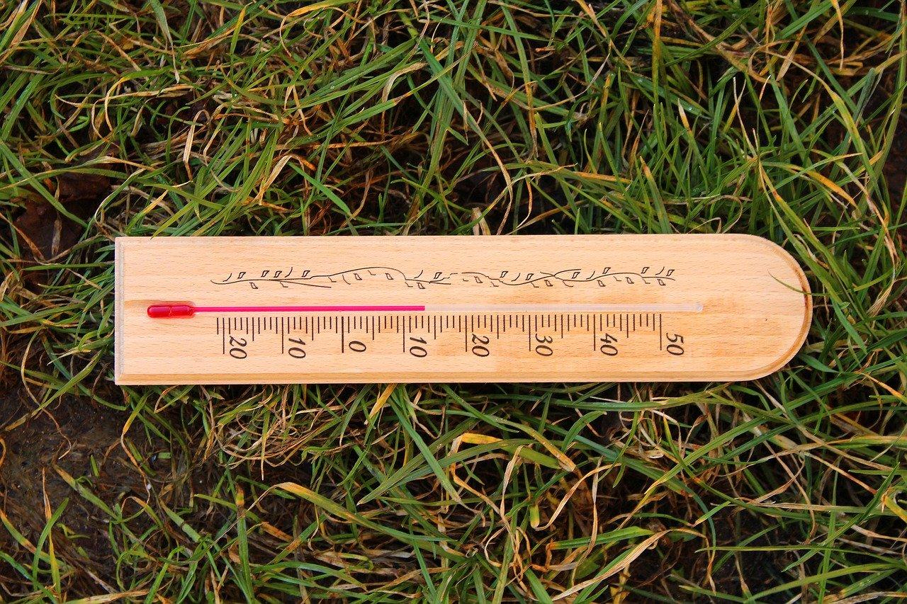 15℃をさしている温度計