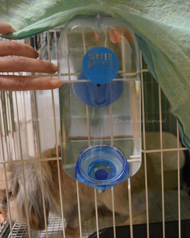 改めて設置したノズル式給水ボトル