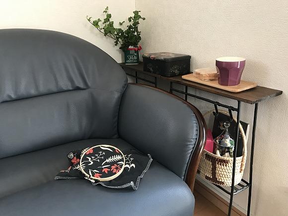 ちょい置き細長テーブルとソファ