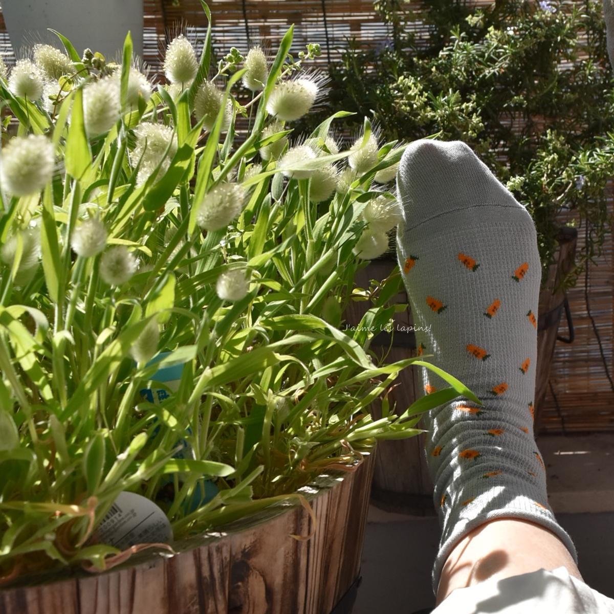 靴下屋のワッフルにんじんショートソックスを履く足