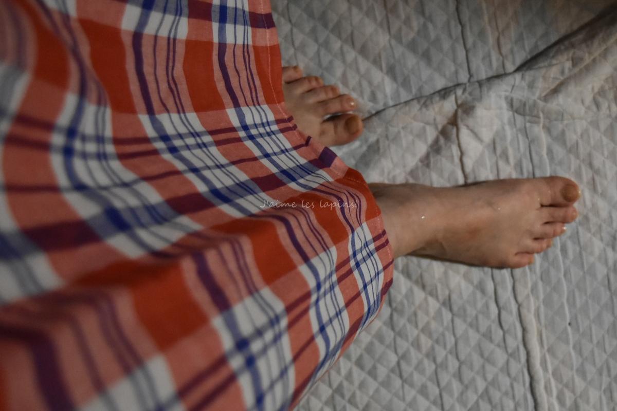 フェリシモの着るバスタオルを着た足元
