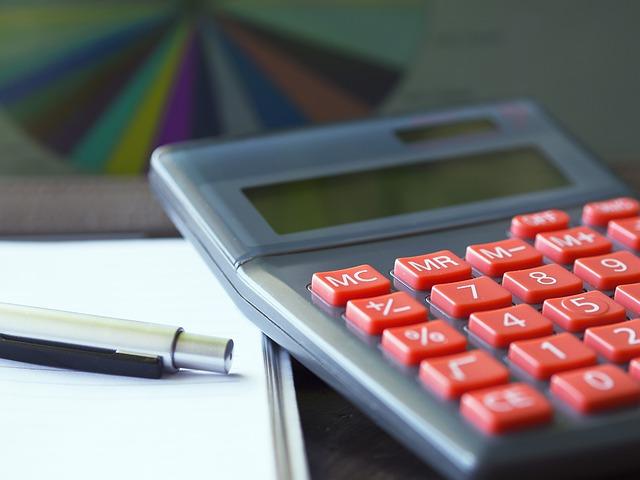 電卓と筆記用具